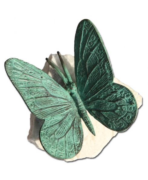 B Vlinder op rots C