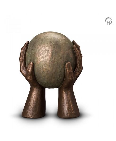 Gedragen brons urn