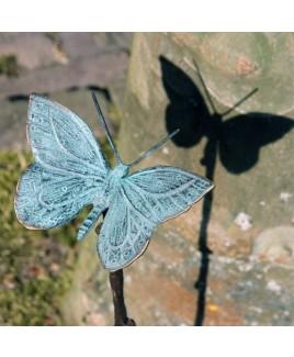 Bronzen vlinder op stok